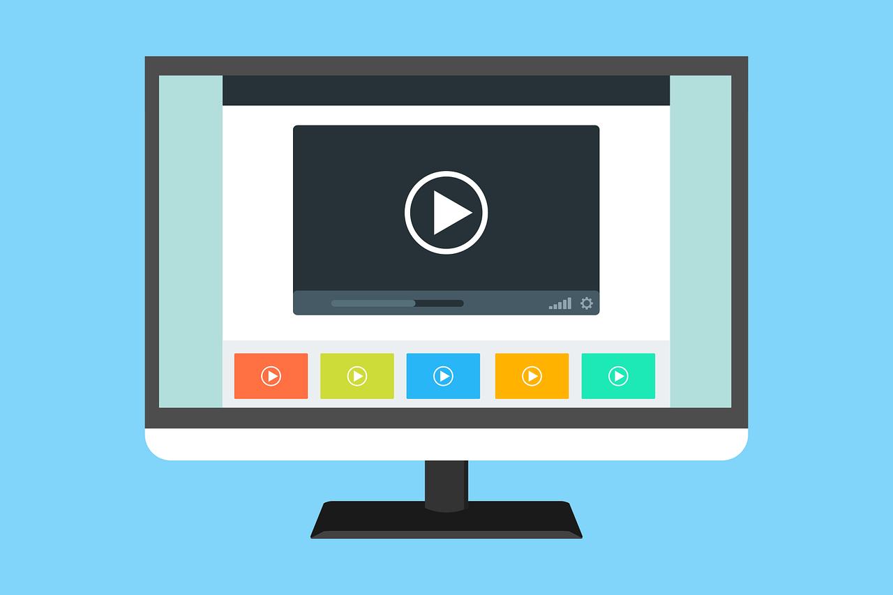 Écran d'ordinateur avec le navigateur ouvert sur une vidéo.